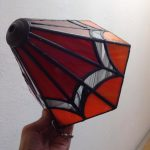doorlopend glas patroon in het ontwerp van de lamp in het werk van een cursiste tiffany 2 en 3 D