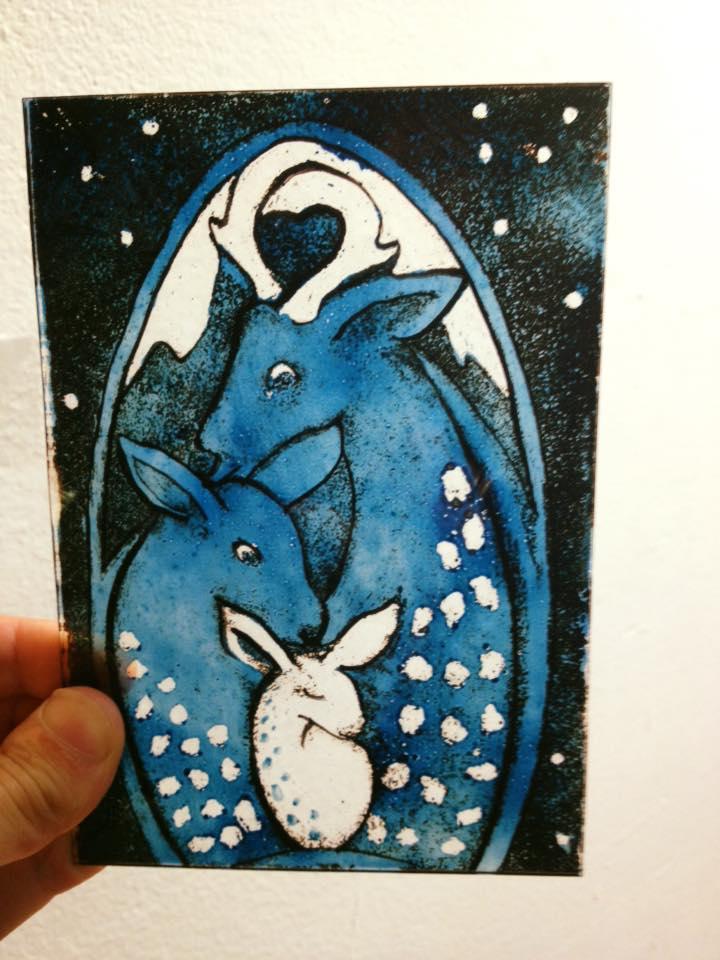 prachtig brandschilderwerkje met blauwe emaille en grijze grisaille vervaardigd op de cursus brandschilderen