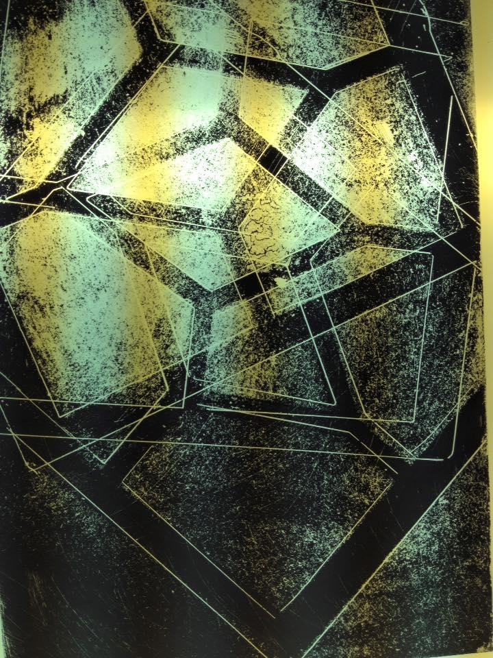 abstract werk gemaakt op de cursus brandschilderen met behulp van sjablonen