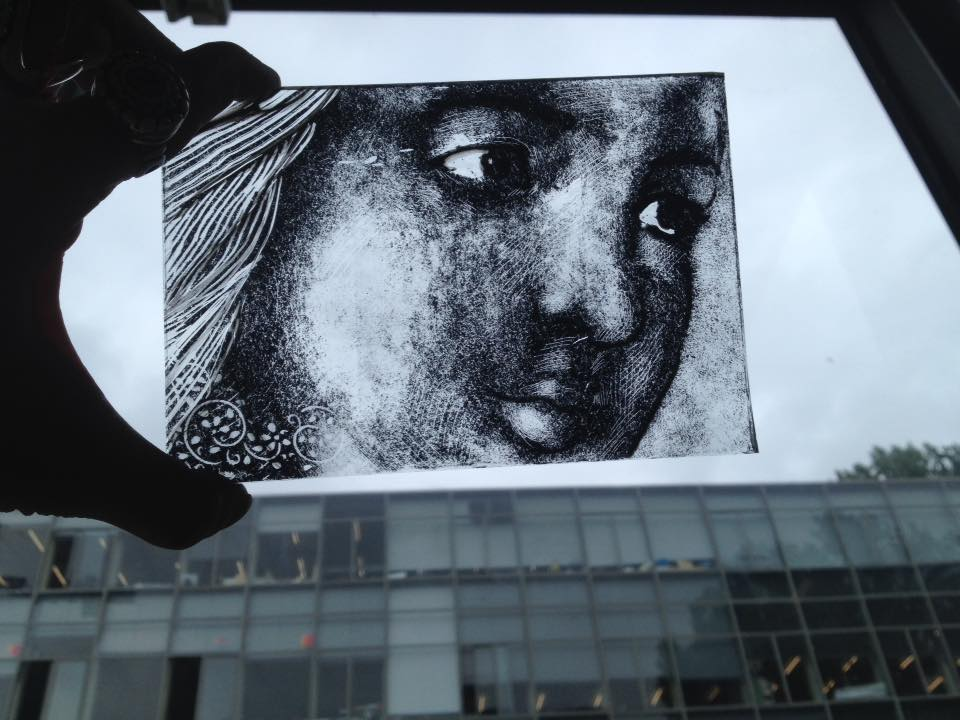 contour en grijze grisaille, gemaakt door studente van de rietveld academie tijdens de brandschildercursus gegeven door sodis vita