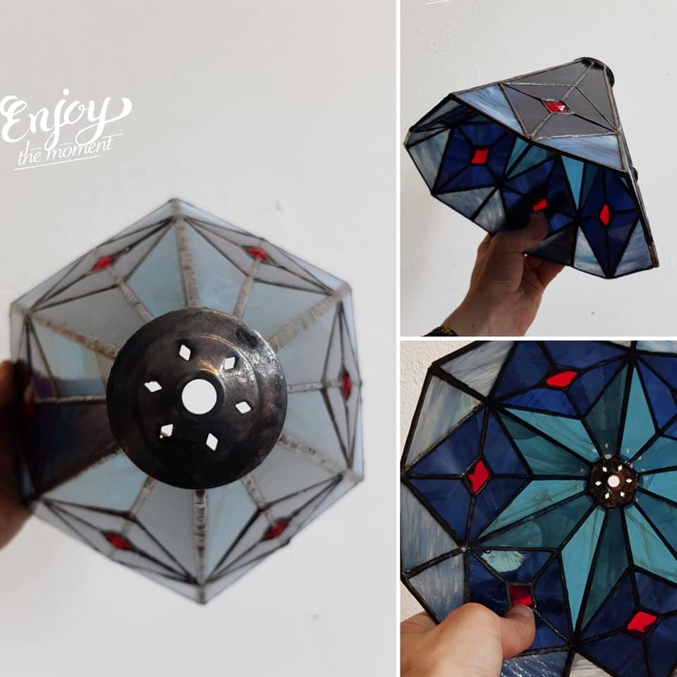 ontwerp met glas rode juwelen gemaakt op de tiffany 2 en 3 D cursus