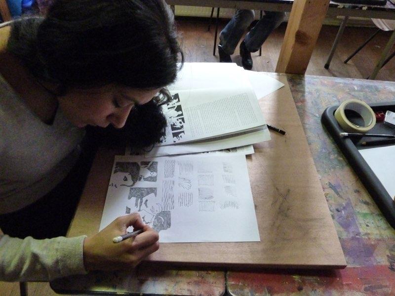 cursiste aan het werk tijdens de cursus tekenen met de rechterhersenhelft
